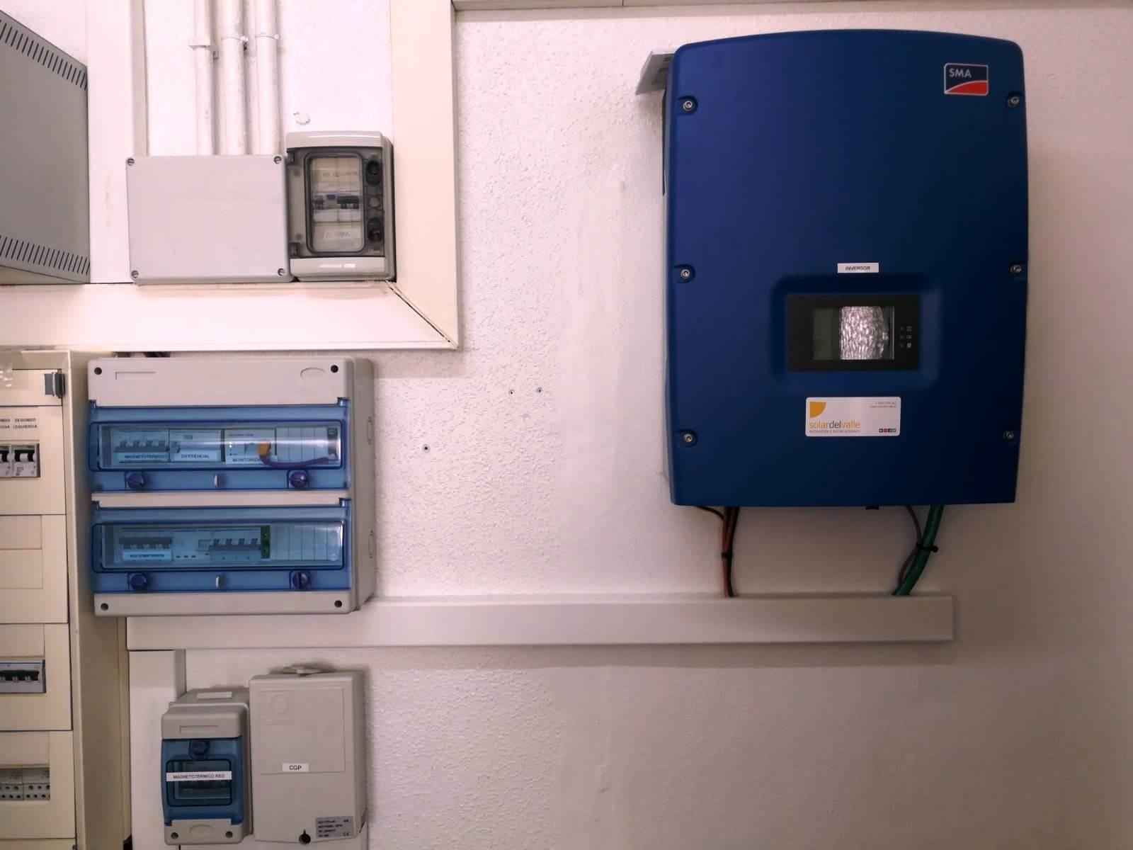 Finalizamos la instalación de 9,90 kWp de autoconsumo fotovoltaico en CEIP Virgen de la Luna, Castro del Río, Córdoba