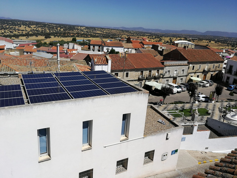 Finalizada y puesta en marcha una nueva instalación de Autoconsumo FV en el Ayuntamiento de Pedroche, Córdoba