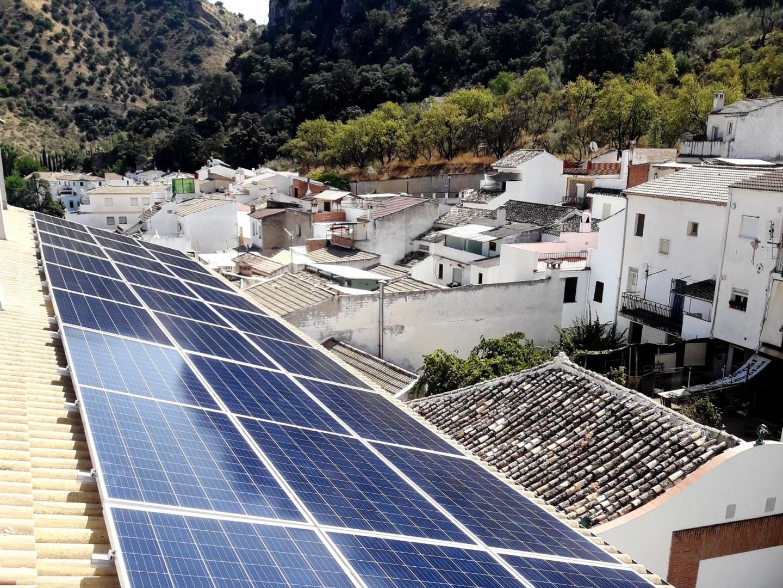 Finalizamos la instalación de 9,90 kWp de autoconsumo fotovoltaico en la Residencia Municipal, Almedinilla, Córdoba