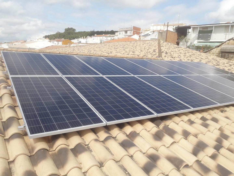 Instalación de Autoconsumo FV de 5.94 kWp en CEIP Nuestra Señora de los Remedios del Ayuntamiento de Canena, Jaén