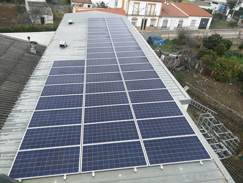 Instalación de Autoconsumo FV de 15,84 kWp en edificio industrial en Morón de la Frontera, Sevilla