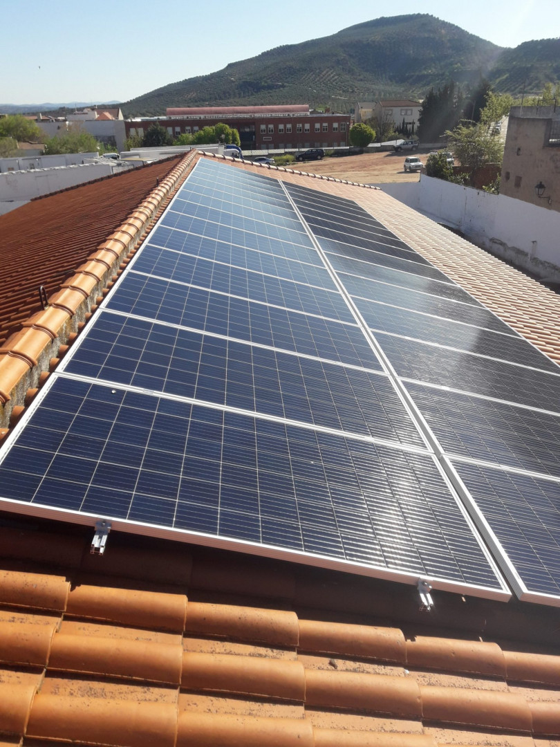 Instalación de Autoconsumo FV de 9,24 kWp en edificio municipal de Centro Médico del Ayuntamiento de Vilches, Jaén