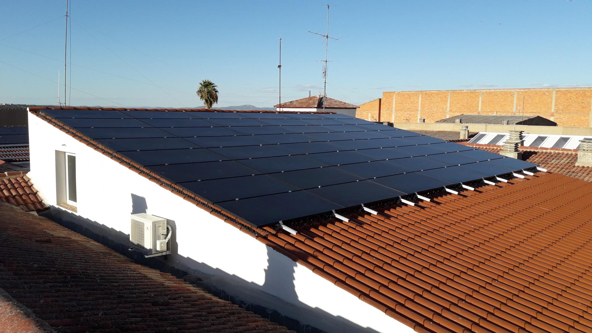 Autoconsumo de 59,20 kWp en Residencia de ancianos El Salvador, Pedroche, Córdoba
