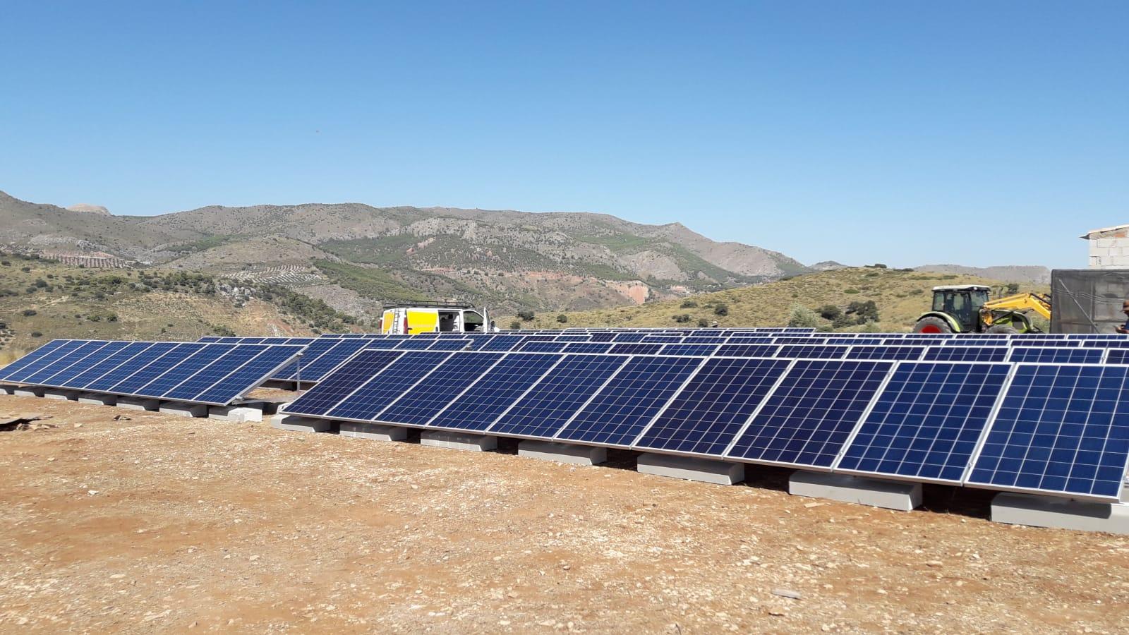 Autoconsumo para bombeo Agrícola de 28kWp en Finca de Cabra del Santo Cristo, Jaén
